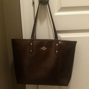 Coach City Tote- in VGUC